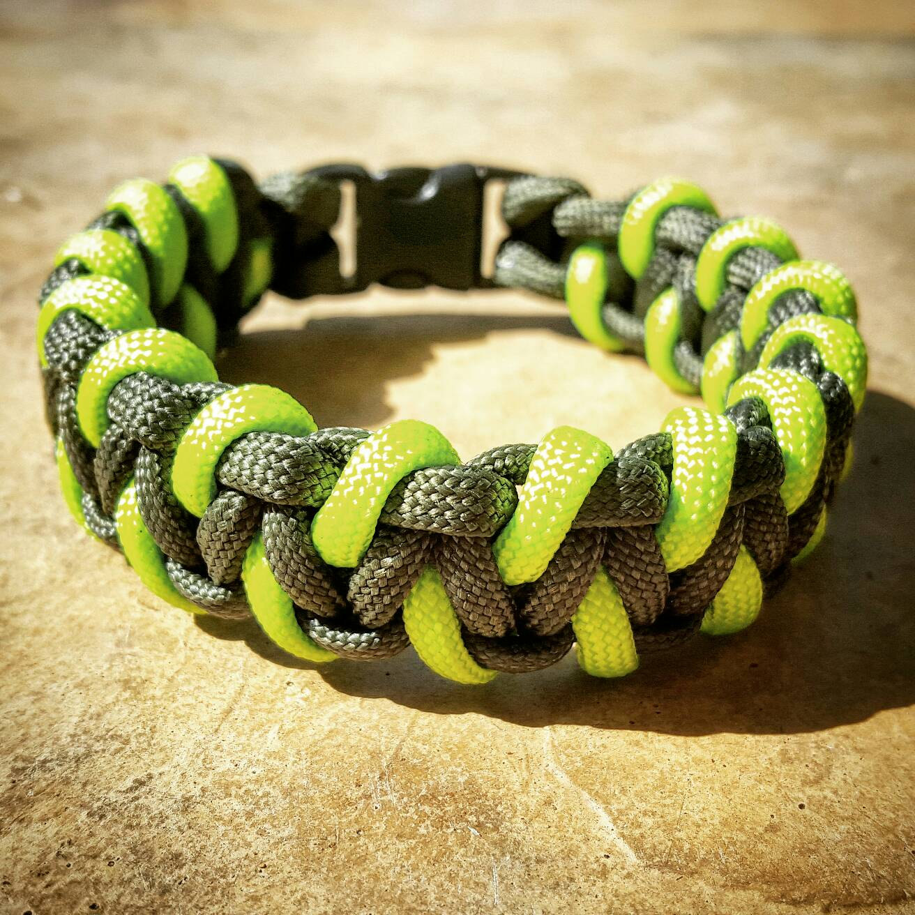 Dragons Teeth Paracord Bracelets